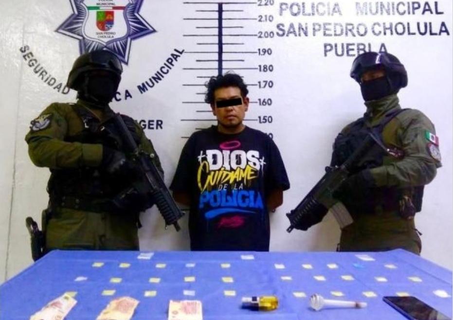 DETIENEN POLICÍAS DE SAN PEDRO CHOLULA A HOMBRE POR PRESUNTOS DELITOS CONTRA LA SALUD